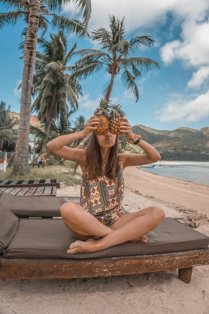 Plaża na wyspie Praslin, ananasy, Seszele