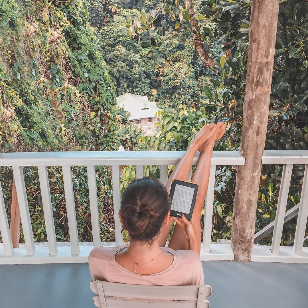 reading, girl reader, bookworm, thedailywonders, seychelles, ebook, kindle paperwhite